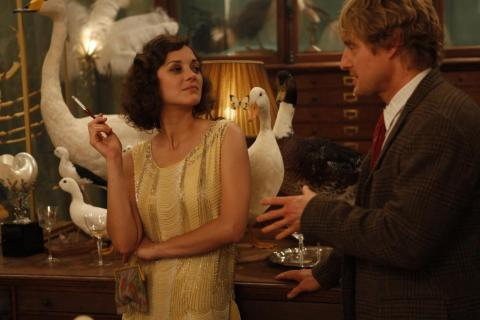 Marion Cotillard and Owen Wilson in Deyrolle in Midnight in Paris
